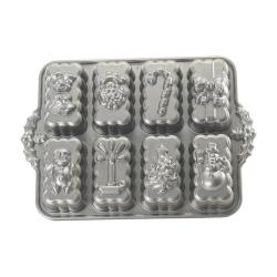 Forma na 8 sušenek shortbread ve stříbrné barvě Nordic Ware Christmas, 1,4 l