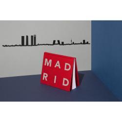 Černá nástěnná dekorace se siluetou města The Line Madrid