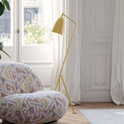 GUBI GUBI Gräshoppa trojnohá stojací lampa žlutá