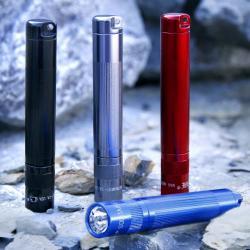 INC., INC. Maglite Solitaire kapesní svítilna v červené