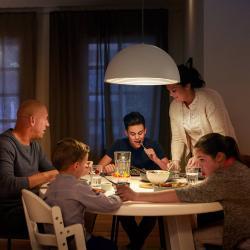 Philips E27 A19 LED senzor den / noc 7,5 W, 2 700 K