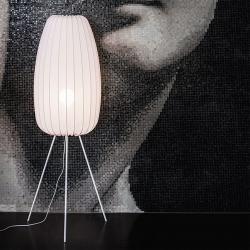 NOWODVORSKI LIGHTING Stojací lampa Muse L v bílé barvě stínidlo z lycry