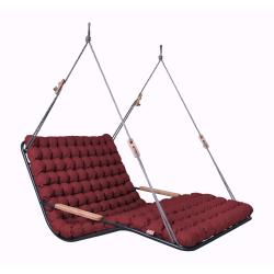 Červená závěsná dvoumístná relaxační masážní houpačka do interiéru Linda Vrňáková Vikos