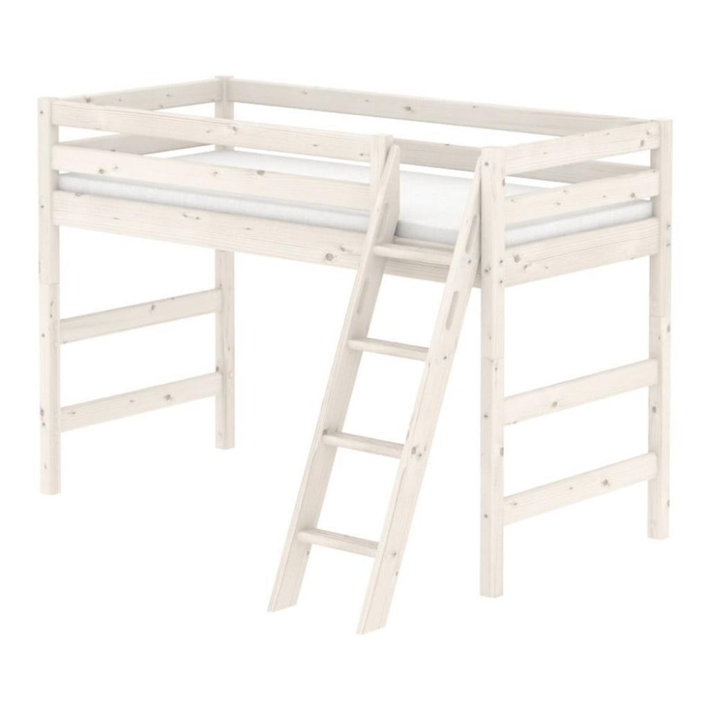 Produktové foto Bílá dětská středně vysoká postel se žebříkem z borovicového dřeva Flexa Classic, 90x200cm