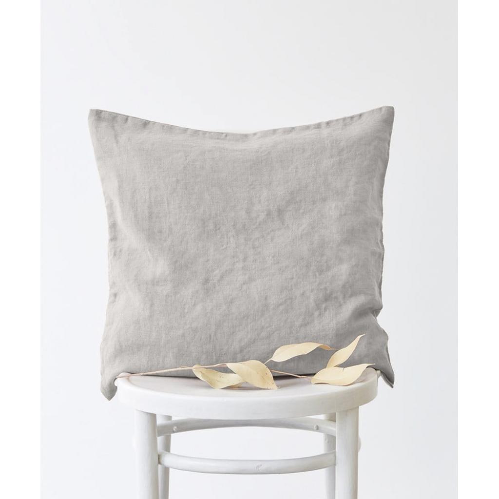 Produktové foto Stříbrošedý lněný povlak na polštář Linen Tales, 45x45cm