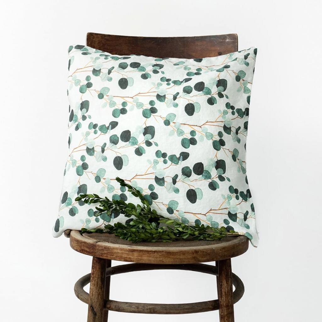 Produktové foto Bílo-zelený lněný povlak na polštář Linen Tales Eucalyptus, 45x45cm