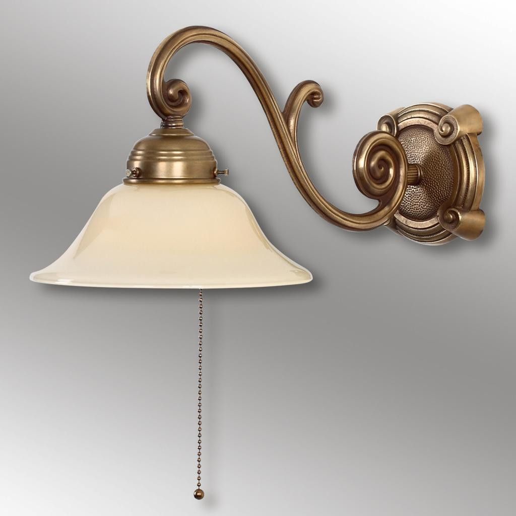 Produktové foto Berliner Messinglamp Starožitné nástěnné světlo Ella z mosazi