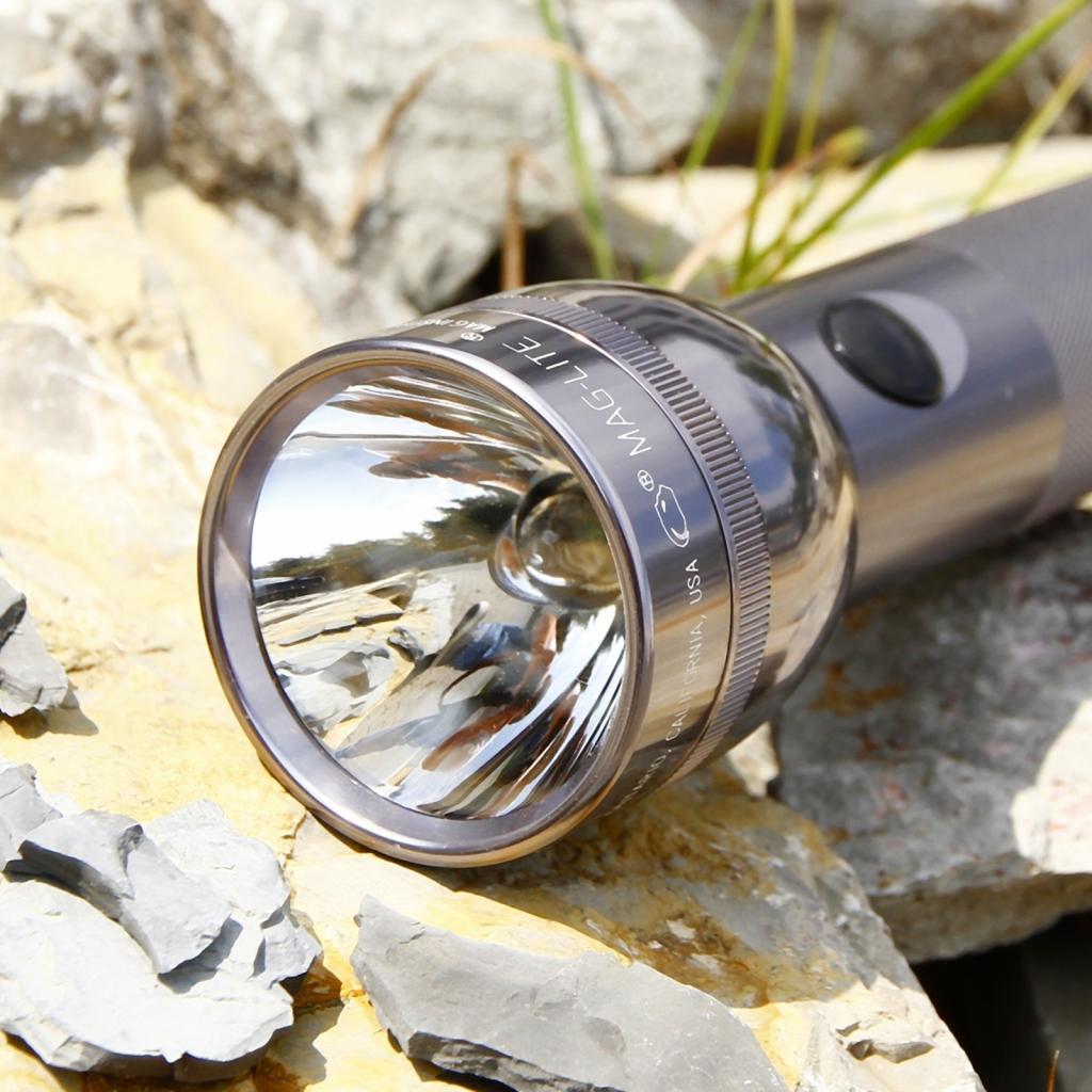 Produktové foto INC., INC. Funkční Maglite kapesní svítilna 2 D-Cell, titan