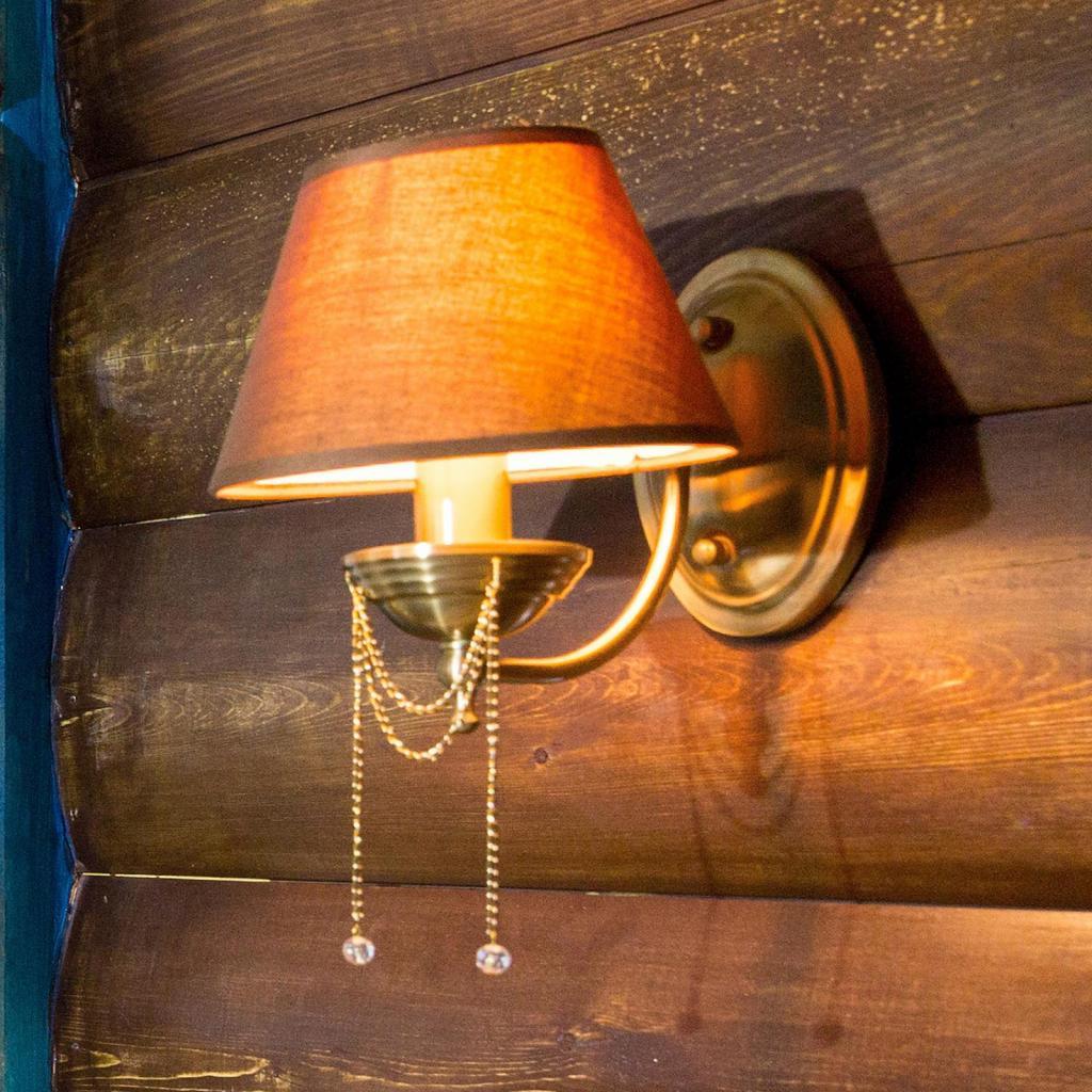 Produktové foto Maytoni Nástěnné světlo Chester, hnědé textilní stínidlo