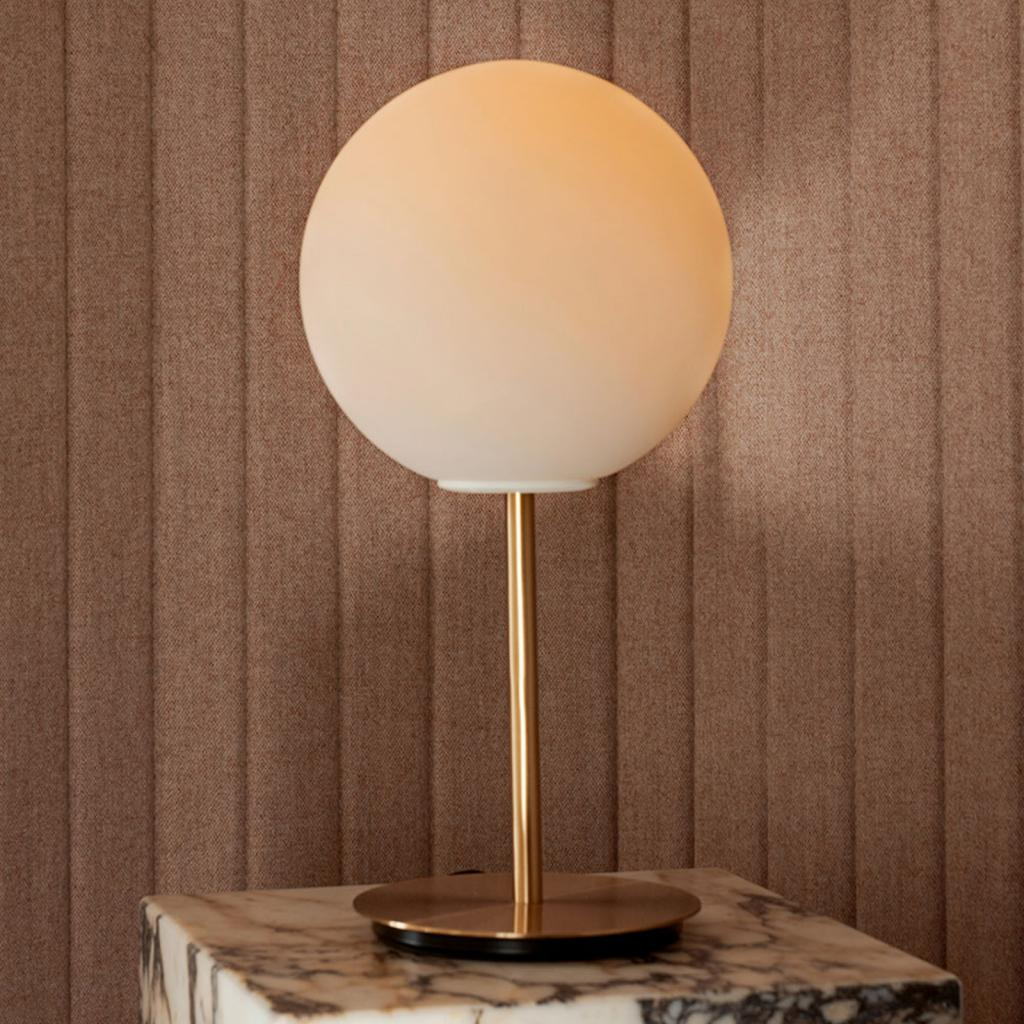 Produktové foto MENU Menu TR Bulb DTW stolní lampa 41cm mosaz/opál mat