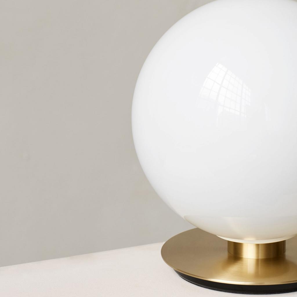 Produktové foto MENU Menu TR Bulb DTW stolní lampa 22cm mosaz/opál lesk