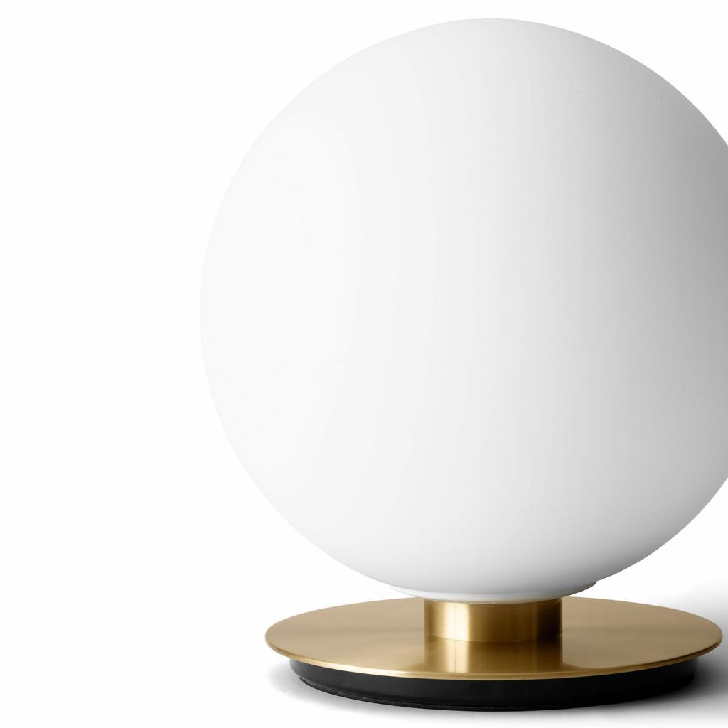 Produktové foto MENU Menu TR Bulb DTW stolní lampa 22cm mosaz/opál mat