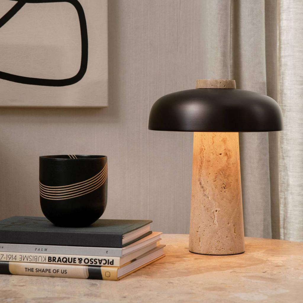 Produktové foto MENU Menu Reverse LED stolní lampa, travertin