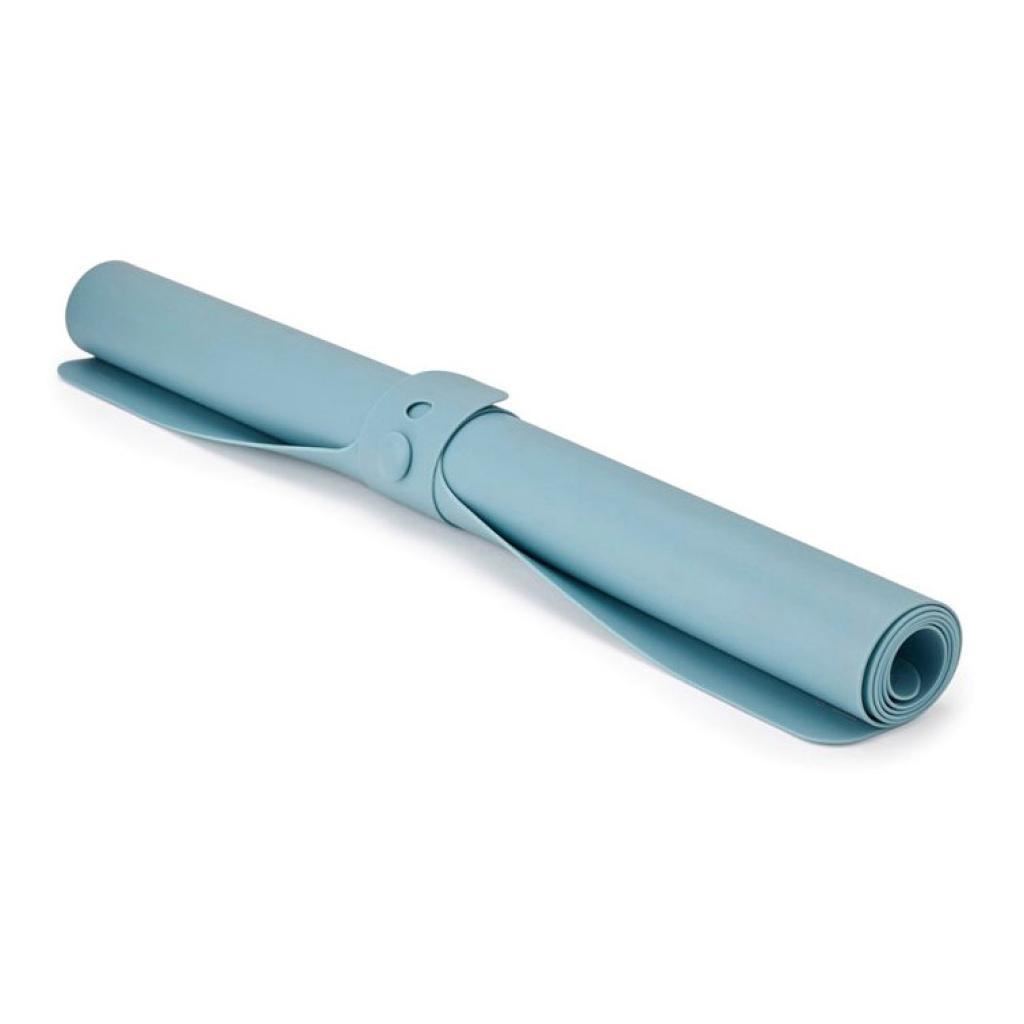 Produktové foto Silikonová podložka/vál na těsto světle modrá Roll-up™ Joseph Joseph