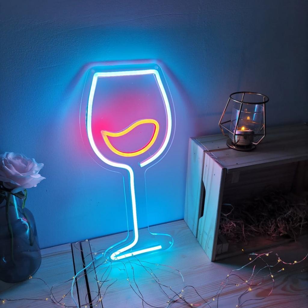 Produktové foto Modro-červená nástěnná svíticí dekorace Candy Shock Wine