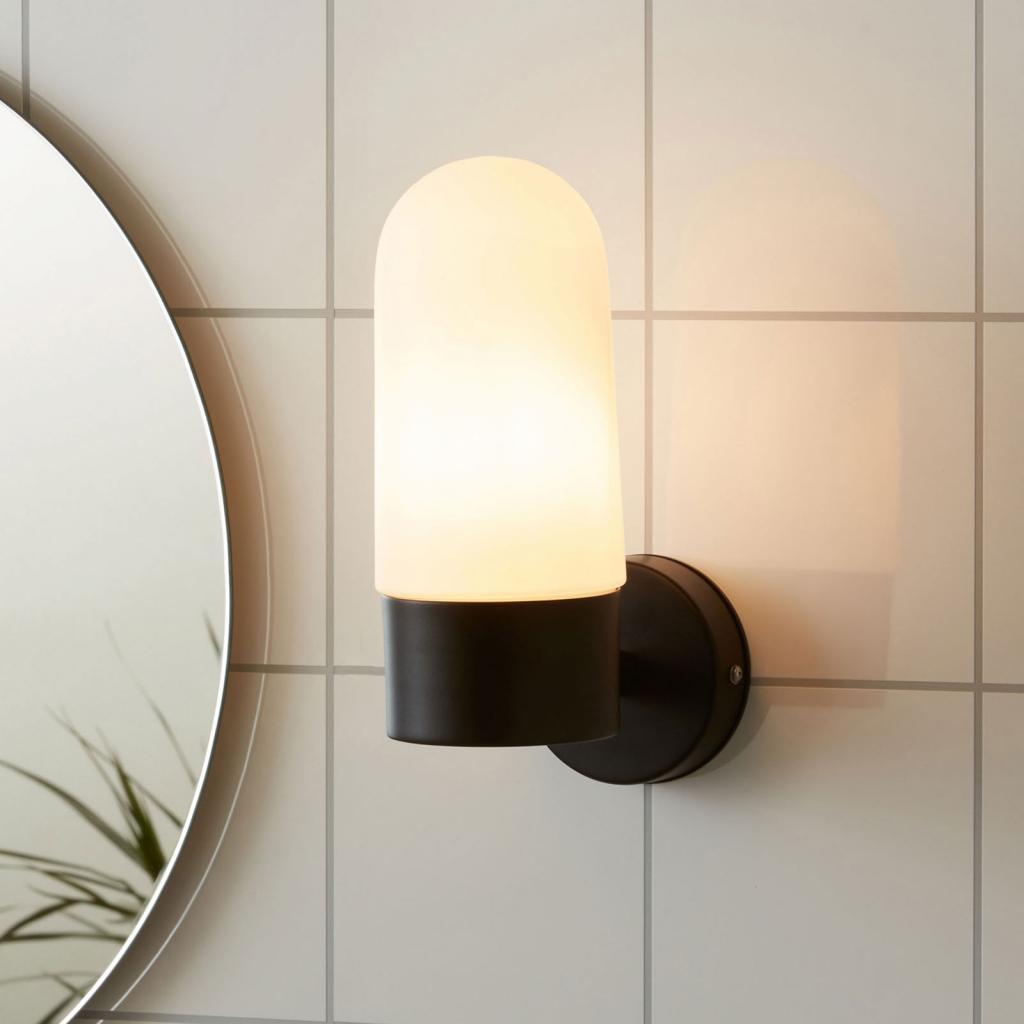 Produktové foto Markslöjd Nástěnné světlo Zen, mléčné sklo, černá